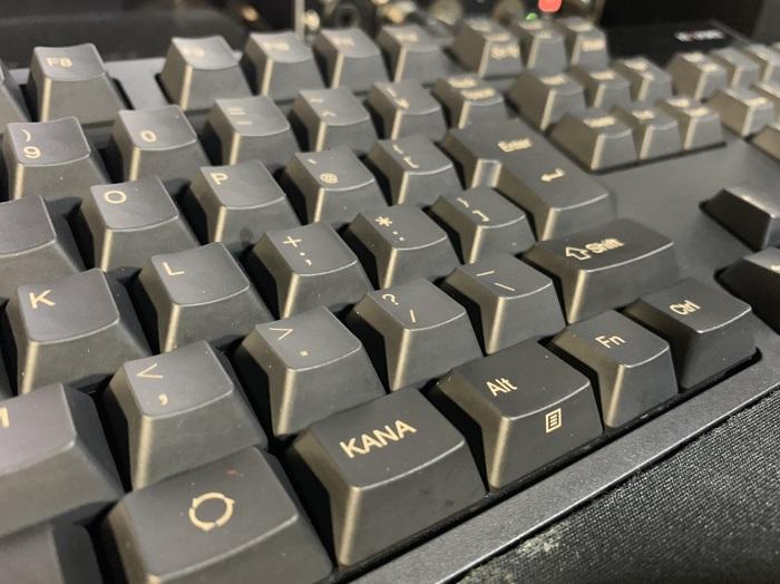 便座より汚いという衝撃。定期的にキーボード清掃を・・・