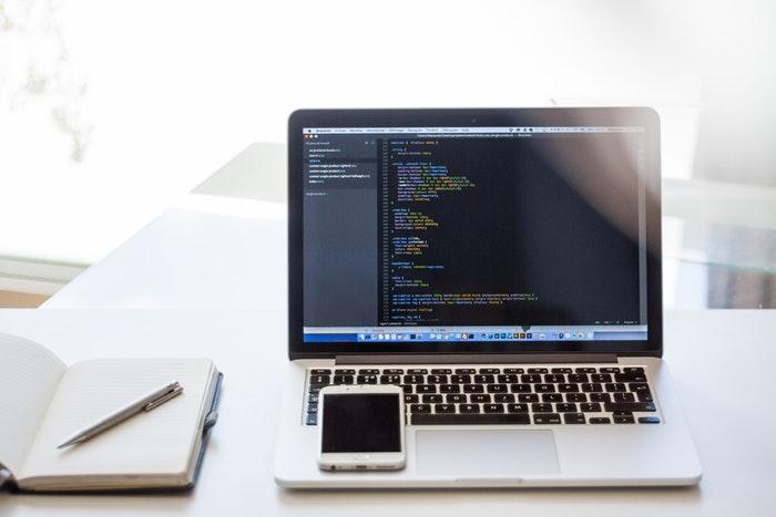 プログラミング初心者が学ぶべき言語は?プログラミング歴3ヶ月の経験から解説!