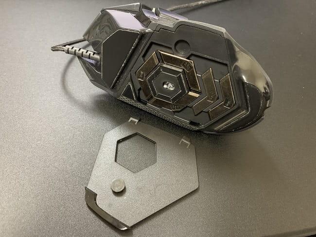 G502 HEROのメリット⑤:マウスの重量を任意の重さに変えられる