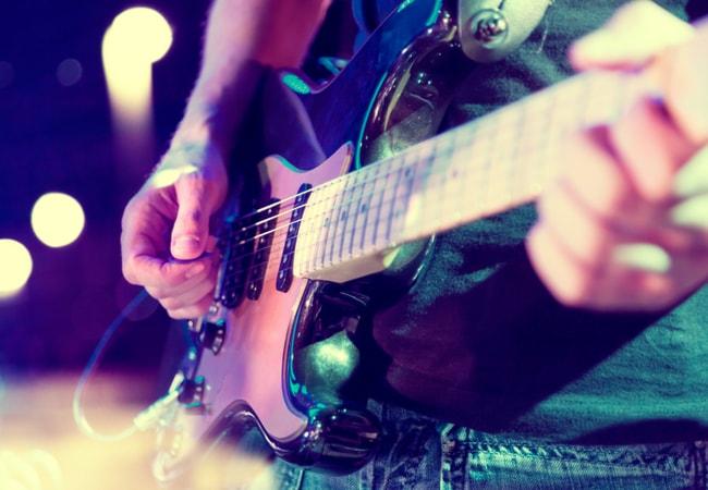 【保存版】ギター歴15年が教えるエレキギター初心者向けの曲5つ!