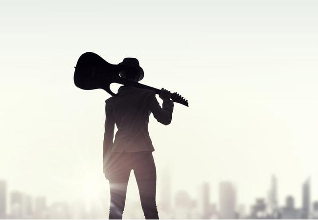 エレキギターを初めて1曲弾けるようになろう!