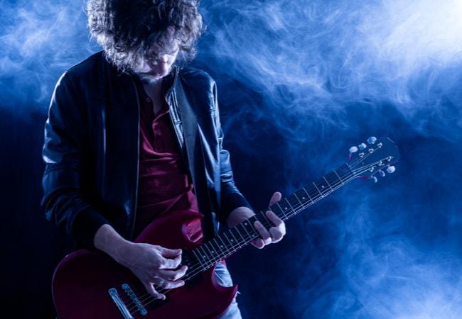 エレキギター初心者が挫折しないためには最初のギター選びが肝心