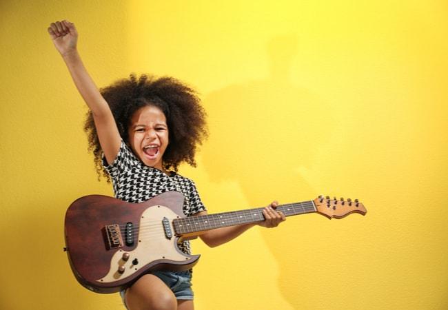 エレキギターは難しい楽器じゃないですよ